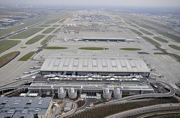 How To Survive Huge Airports Heathrow Jfk And Dubai